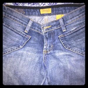 Size 27 James Jeans! Bootcut and comfy cute!